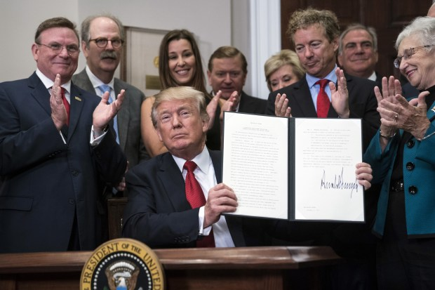 trump's-exectuive-order-on-obamacare-signature